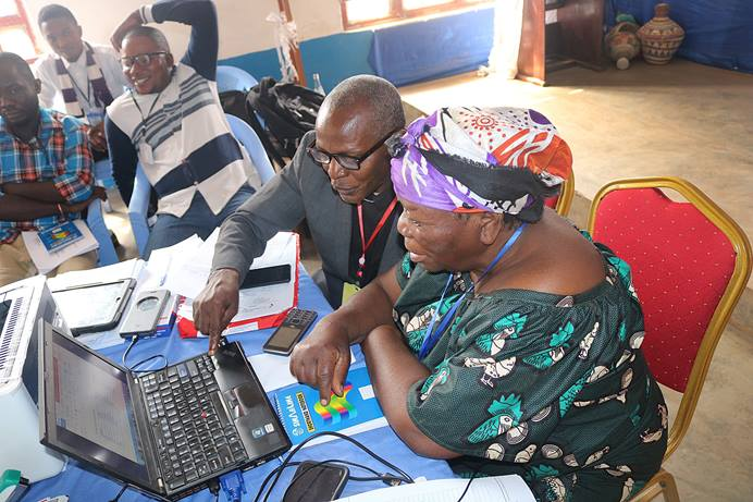 Kito Bonane, vice president of United Methodist Women in Kivu, learns the basics of computer science during technology training in Bukavu, Congo. Photo by Philippe Kituka Lolonga, UMNS.