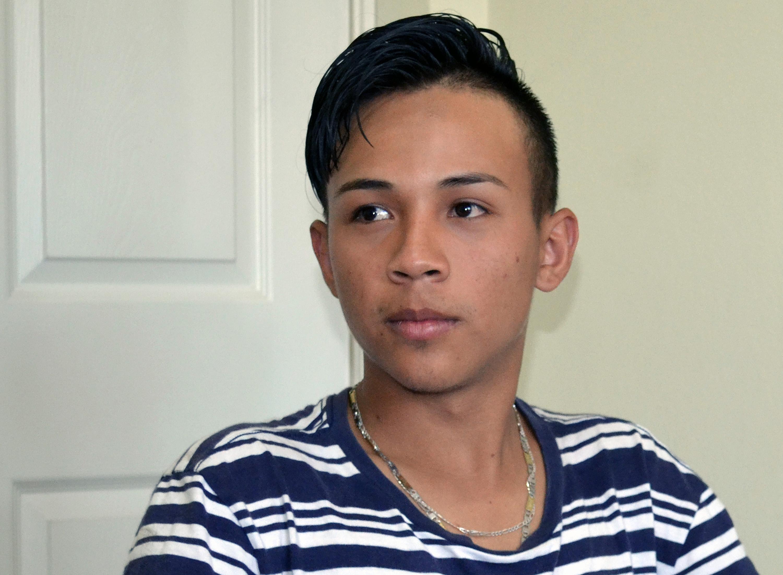 Fernando, de 19 años, relata su experiencia huyendo de la violencia de pandillas en Tegucigalpa, Honduras, y tratando de llegar a los Estados Unidos. Foto de Carlos Reyes, SMUN-NPHLM.