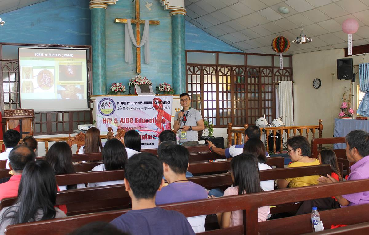 """Public health official Adolfo """"Trio"""" Paras III leads a class on AIDS prevention at Wesley Third Millennium United Methodist Church in Cabanatuan City, Philippines, in July 2018. The 2018 Breaking Barriers HIV/AIDS ministry conference, Oct. 25-27 in Indianapolis, is designed to help United Methodists save lives, reduce stigma and increase awareness about HIV/AIDS. File photo by Gladys Mangiduyos, UMNS."""
