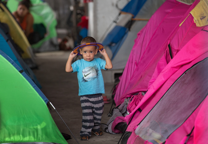 A boy plays between rows of camping tents erected to provide a little privacy at the Movimiento Juventud 2000 shelter. Photo by Mike DuBose, UMNS.
