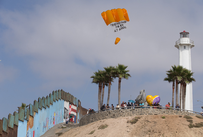 Parishioners of the Border Church in Tijuana fly a kite from El Faro Park to mark the 47th anniversary of the founding of Friendship Park on the U.S. side of the border fence by then-First Lady Pat Nixon. Photo by Mike DuBose, UMNS.