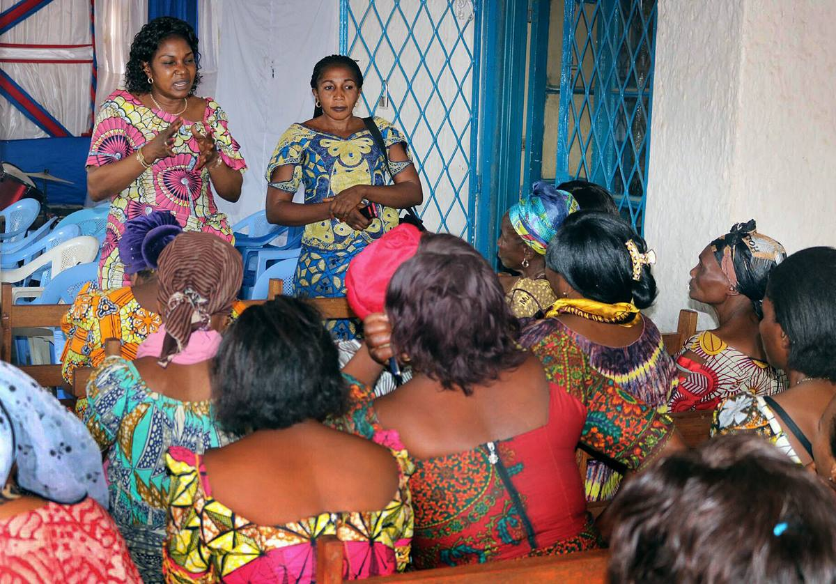 Dr. Marie Claire Manafundu (left rear) trains women on how to prevent the spread of Ebola during a class at Ibanda United Methodist Church in Bukavu, Congo. Photo by Philippe Kituka Lolonga, UMNS.