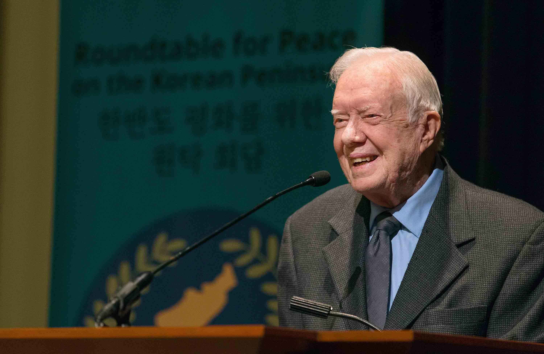 전 미국 대통령 지미 카터가 아틀란타에 소재한 카터센터에서 열린 <한반도 평화를 위한 원탁 회담> 참석자들에게 환영사를 전하고 있다. 이 모임은 연합감리교회 세계선교부 주관으로 개최되었다. 사진 제공 마이크 두보스 UMNS