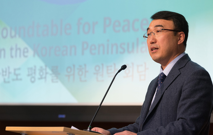 The Rev. Jooseop Keum speaks during the roundtable. Keum is a professor at the Presbyterian University and Theological Seminary in Seoul. Photo by Mike DuBose, UMNS.