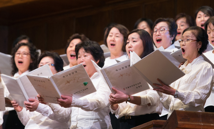 The choir from the Korean Church of Atlanta United Methodist Church sings during closing worship at the roundtable. Photo by Mike DuBose, UMNS.