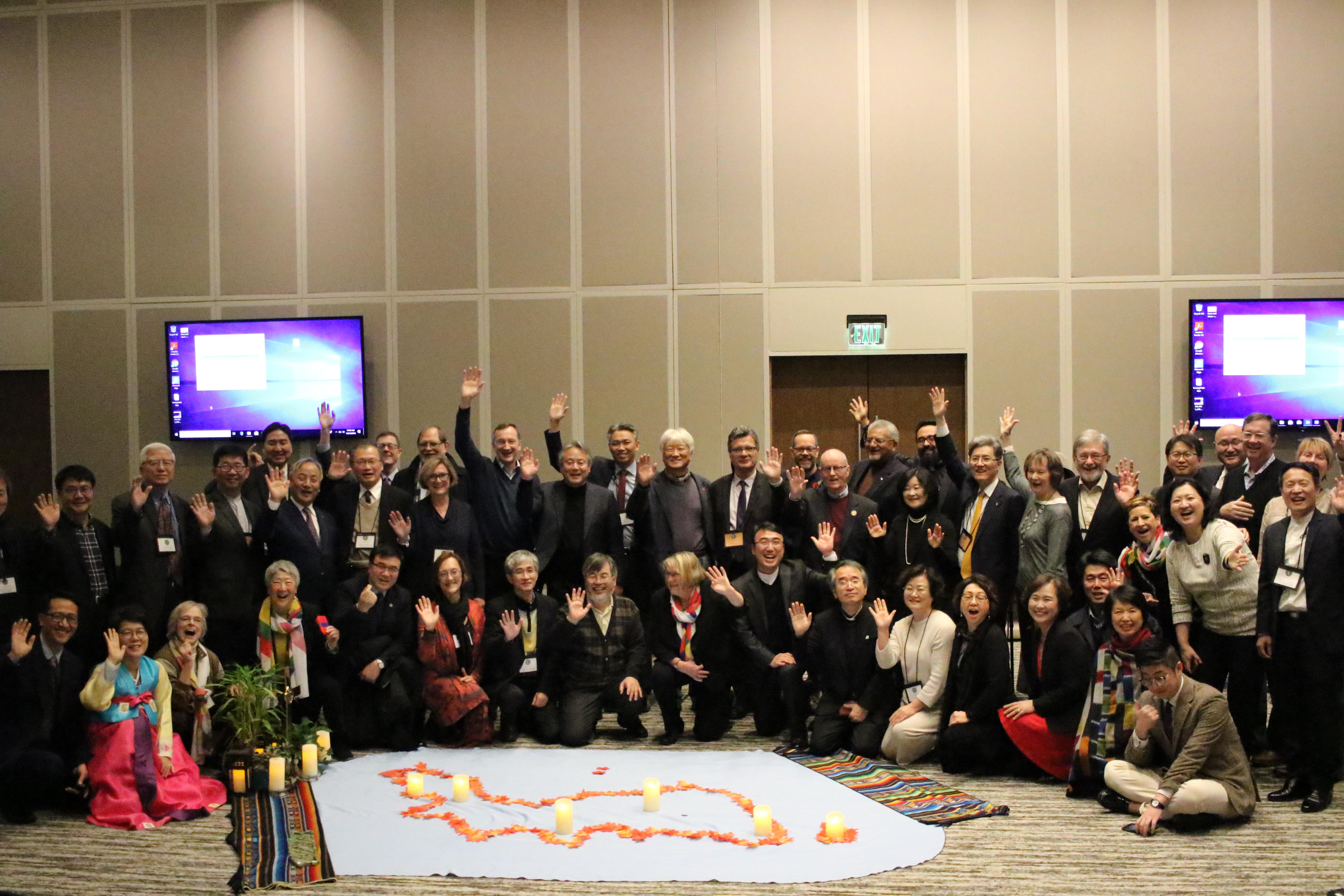 한반도 평화를 위한 원탁 회담 참석자들이 주일 예배를 마치고. 사진 김응선 목사, UMNS.