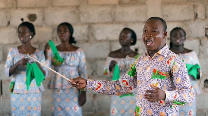 Edmond Assamoi directs the choir at the United Methodist church in Gouabo. Photo by Mike DuBose, UMNS.