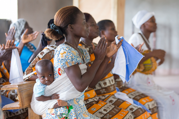Aurel Assamoi (front) and her son, Saint-Paul Ochou Gberi, attend worship at Macedonia United Methodist Church in Yapo-Kpa, Côte d'Ivoire. Photo by Mike DuBose, UMNS.