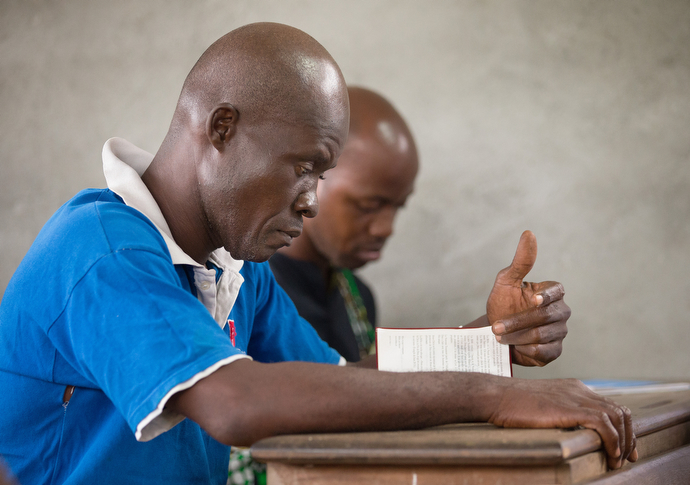 Parishioners study the Bible during worship at New Jerusalem United Methodist Church. Photo by Mike DuBose, UMNS.