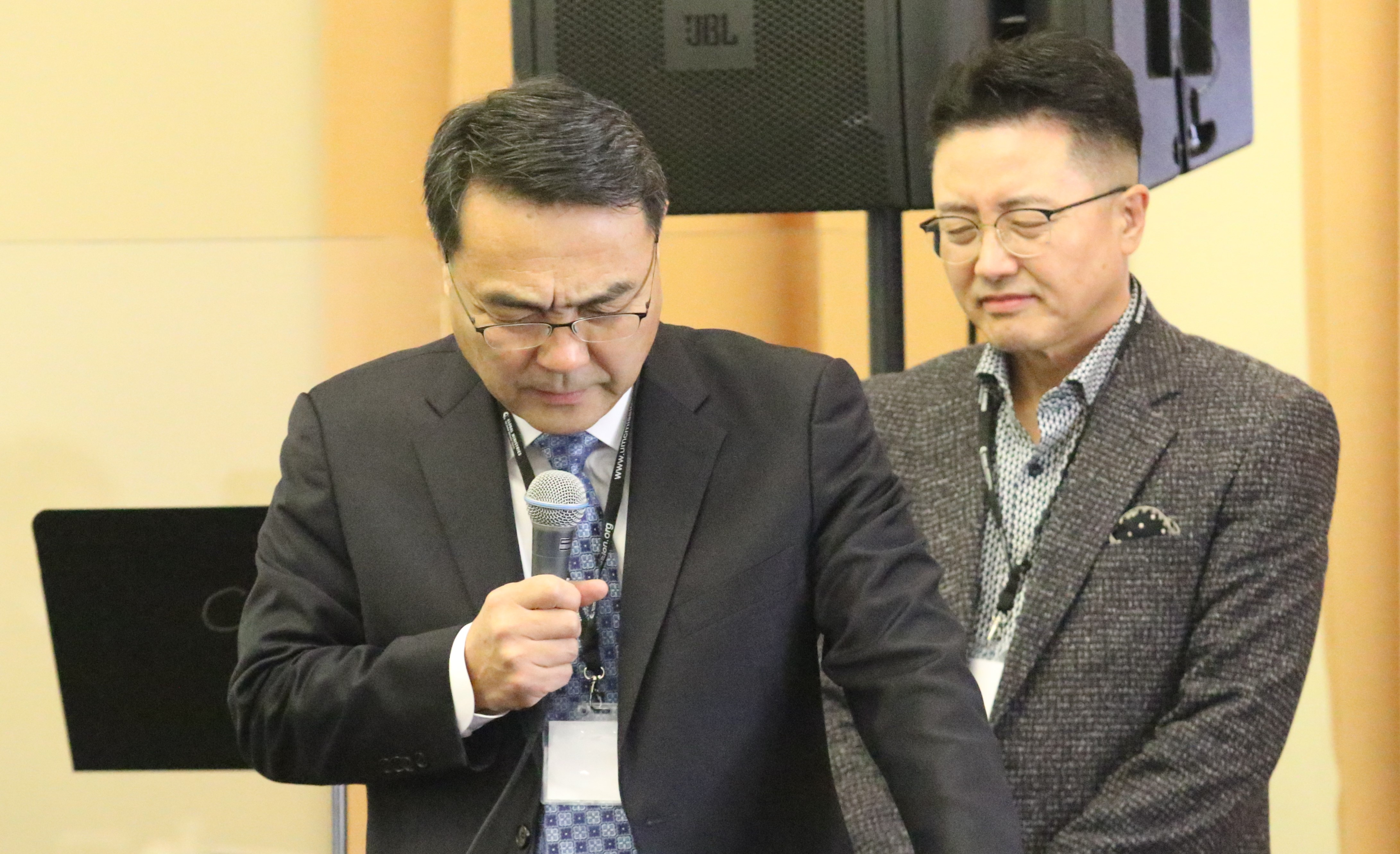 The Rev. Chongho Kim (left) prayed for the meeting. Standing by him is the Rev. Paul Chang, the executive director of the Korean Ministry Plan. Photo by Thomas Kim, UMNS.