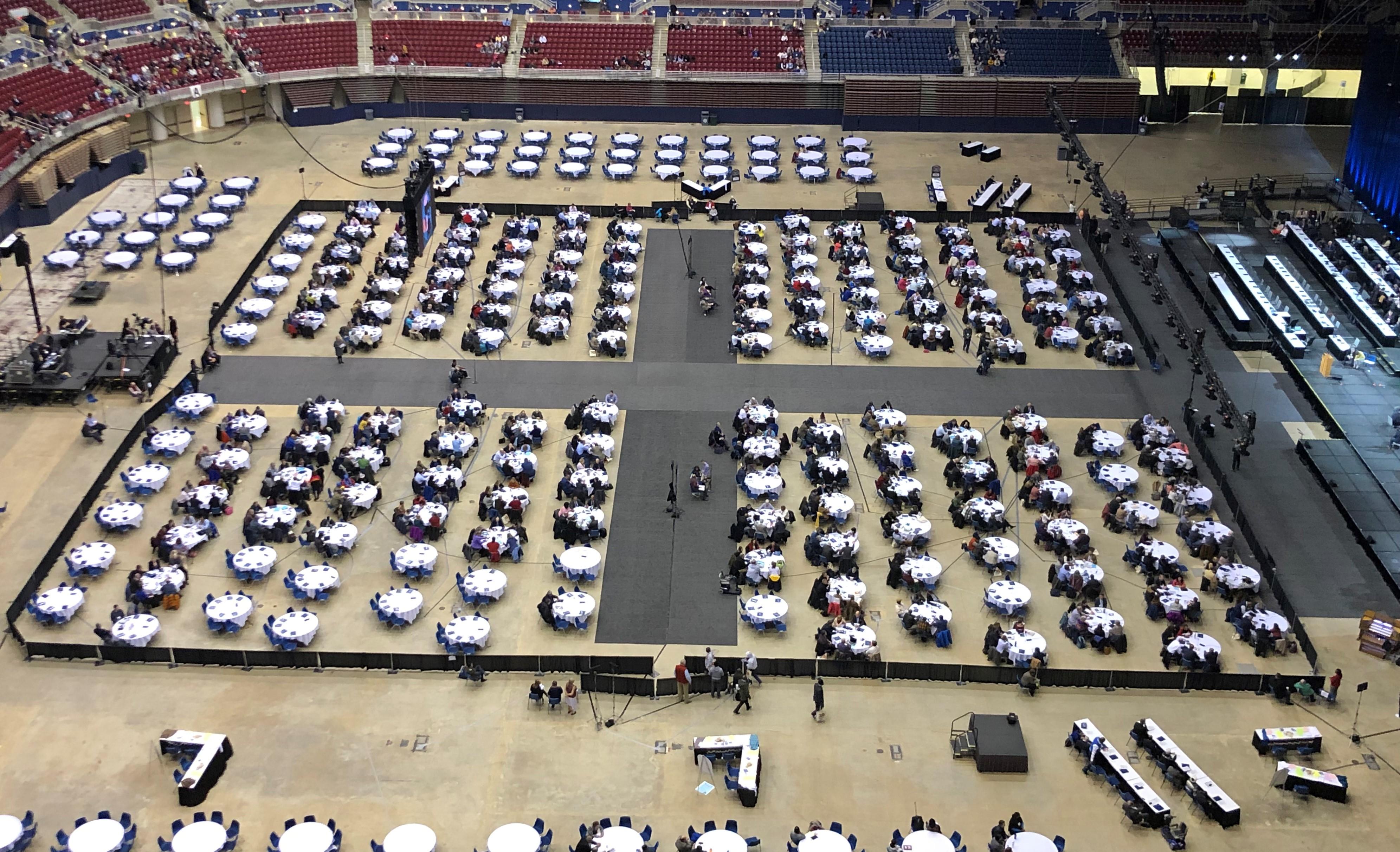 세인루이스에서 찬양으로 특별총회를 준비하고 있다. 사진 김응선 목사, UMNS