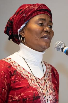 La Révérende Eunice Iliya, aumônier d'hôpital et déléguée du Nigéria à la Conférence Générale, prend la parole au cours d'un rassemblement organisé autour du Plan pour une Eglise Unique qui s'est tenu le 23 février au Hyatt Regency St. Louis at the Arch. Photo de Mike DuBose, UMNS.