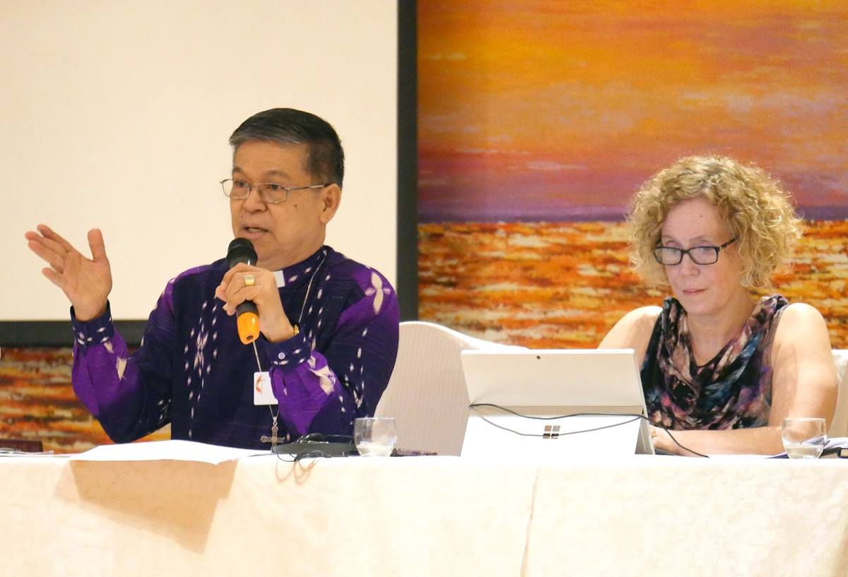 Manila Area Bishop Ciriaco Q. Francisco (left) presides at a meeting of the Standing Committee on Central Conference Matters in Manila, Philippines. At right is the Rev. Deanna Stickley-Miner, the committee's secretary. Photo by Heather Hahn, UMNS.