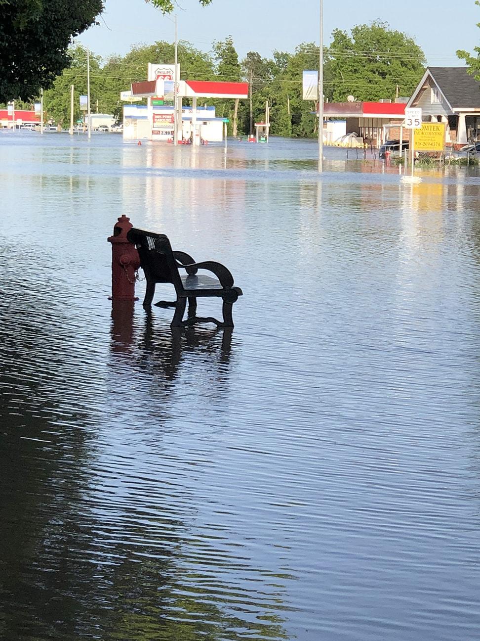 Inundação em Skiatook vista da beira das águas. Foto da Revda. Susan Whitley da Igreja Metodista Unida de Skiatook.