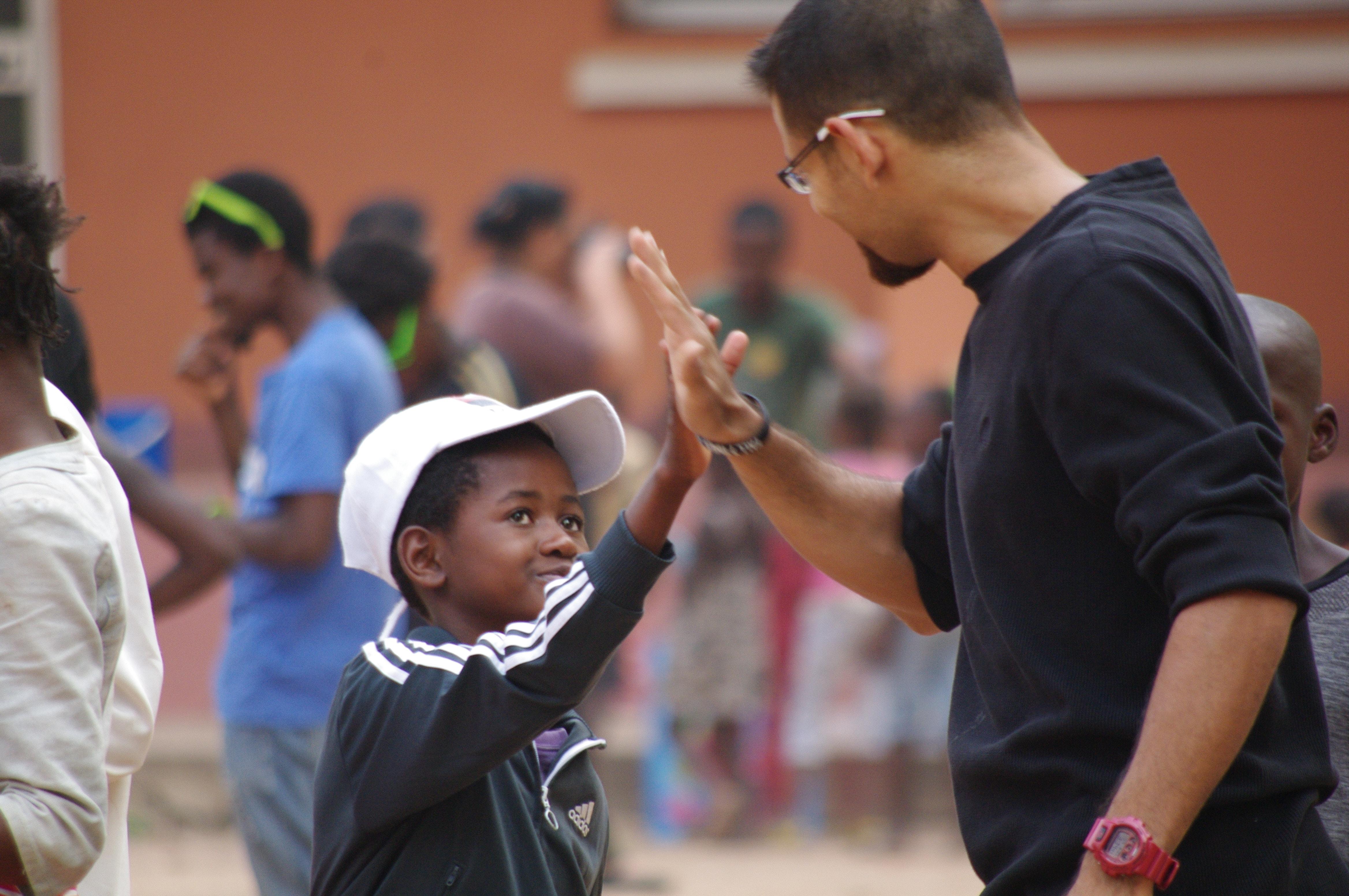 El grupo de misioneros/as hispano/as estuvo 15 días asistiendo en varias tareas incluyendo el ministerio de atención a niños/as y adolescentes.  Foto: Rev. Gustavo Vasquez, Noticias MU.