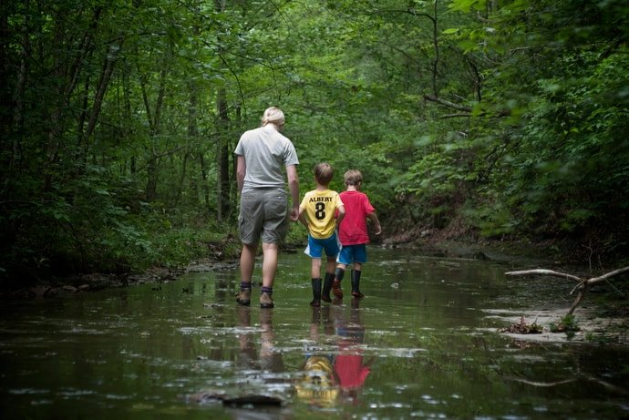Seasonal naturalist Mary DuBose leads a discovery walk for children along Henry Creek at Beaman Park in Nashville, Tenn., in 2011. In 2017 Wespath added an environmental item to its list of beliefs that help guide where money is invested. File photo by Mike DuBose, UM News.