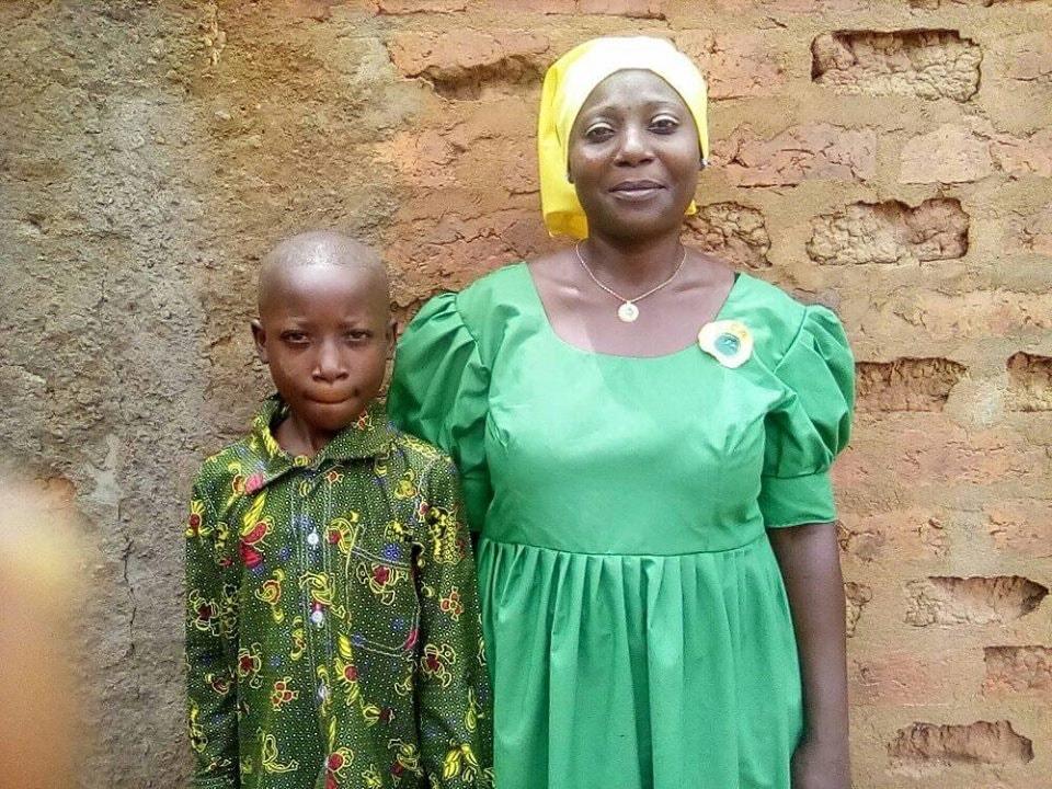 Aishatou Ndiaye et son fils son fils Mahamat Issen l'a amenée à se convertir au Christianisme. Photo de Petula Dockpa, UM News.