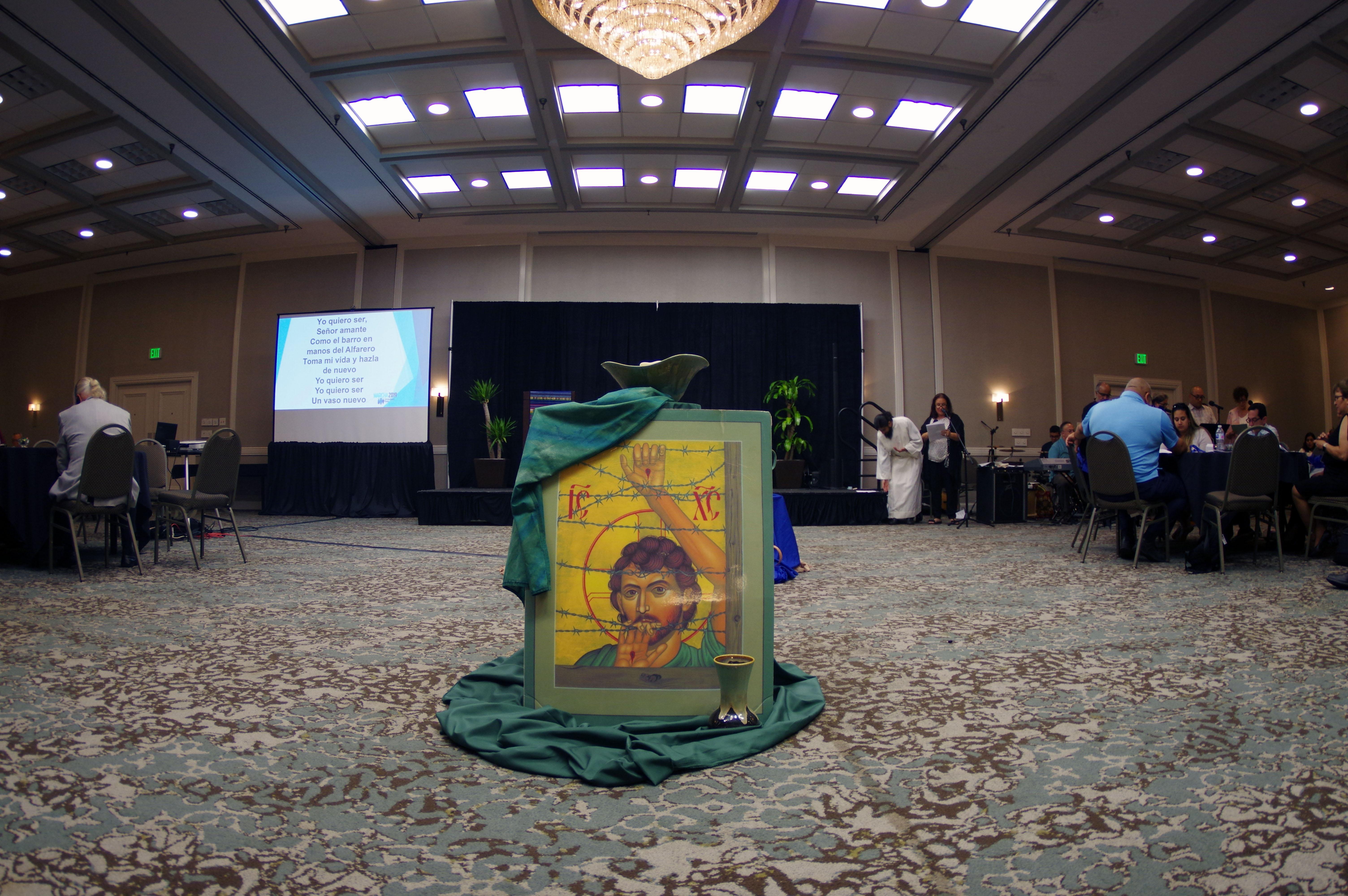 Cerca de 200 personas se dieron cita en la apertura de la 48va asamblea anual del caucus hispano-latino MARCHA (Metodistas Asociados Representando la Causa hispano Americana), la cual estuvo enfocada en analizar y preparar a la comunidad hispano-latina para afrontar el impacto de las decisiones que se tomarán en la Conferencia General 2020 para el futuro de La Iglesia Metodista Unida y sus ministerios. Foto Rev. Gustavo Vasquez, Noticias MU.