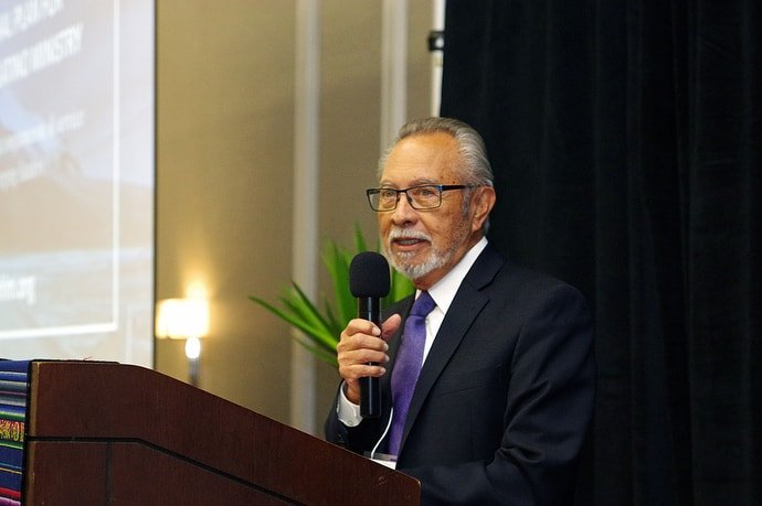 Bishop Elías Galván welcomes attendees to the meeting of MARCHA, the United Methodist Hispanic-Latino caucus. Photo by the Rev. Gustavo Vasquez, UM News.