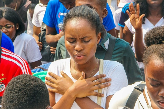 United Methodist young people pray in observance of their youth group's 67th anniversary in Luanda, Angola. Photo by Augusto da Graça.