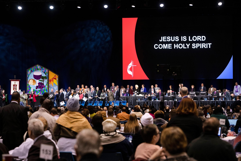 Los/as líderes de la iglesia se reúnen para la apertura de la Conferencia General Metodista Unida de 2019 en San Luis. Foto de archivo por Kathleen Barry, Noticias MU.