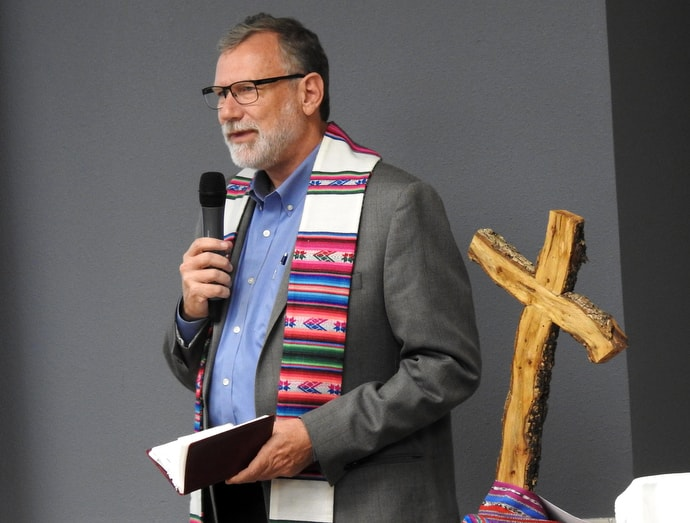 The Rio Texas Conference's Bishop Robert Schnase offers a homily before communion at the Border Convocation in San Antonio. The Rio Texas Conference sponsored the Sept. 20-21 meeting. Photo by Sam Hodges, UM News.