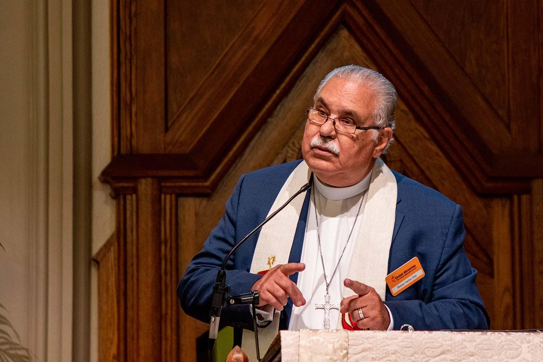 O bispo Hector F. Ortiz-Vidal, da Igreja Metodista de Porto Rico, prega o sermão para o culto de abertura da reunião do Conselho de Administração de Ministérios Globais, do outono de 2019. Foto: Anthony Trueheart