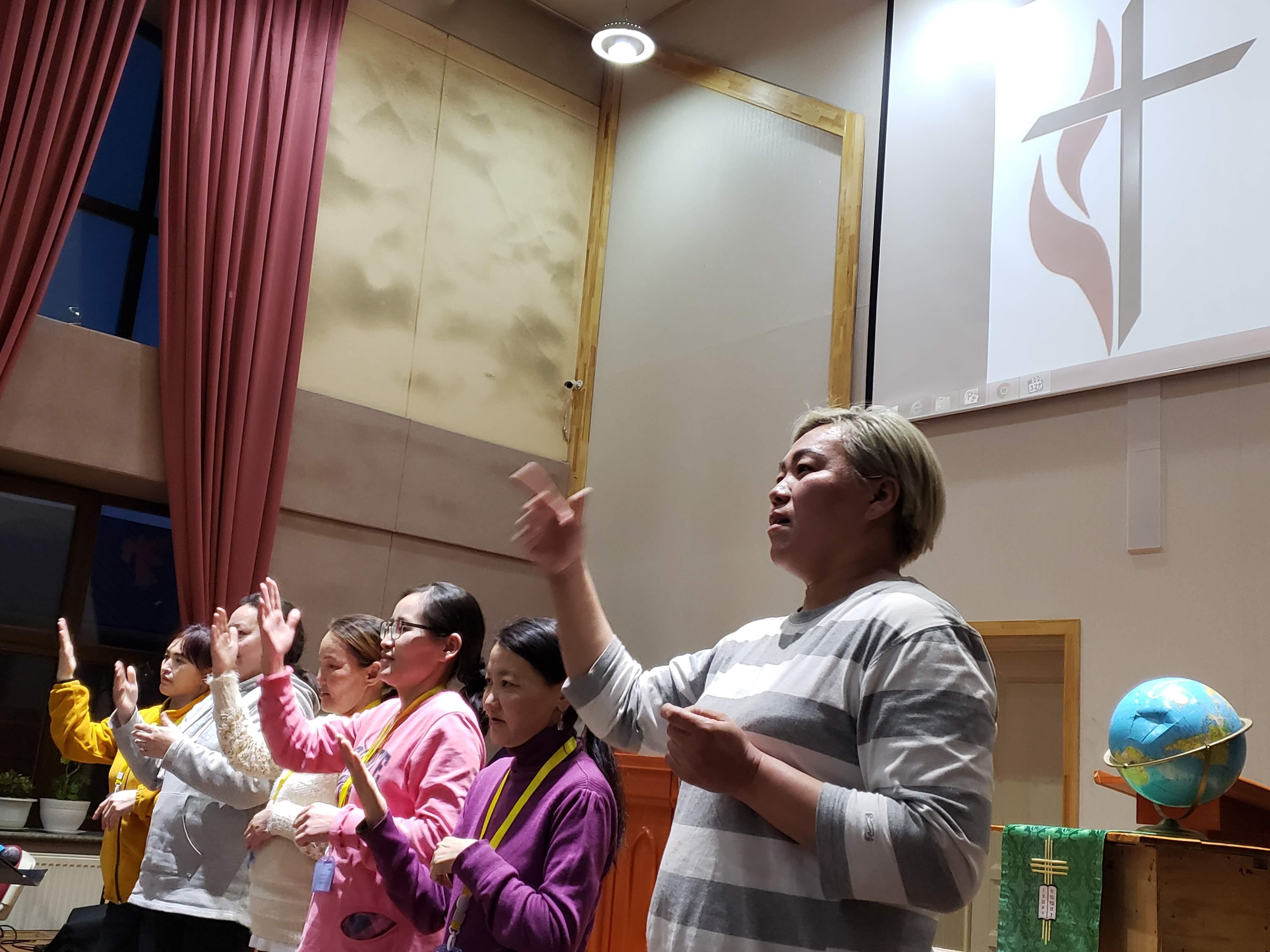 몽골기독여성들이 찬양을 하고 있다. 사진 제공, 한인여선교회 전국연합회.