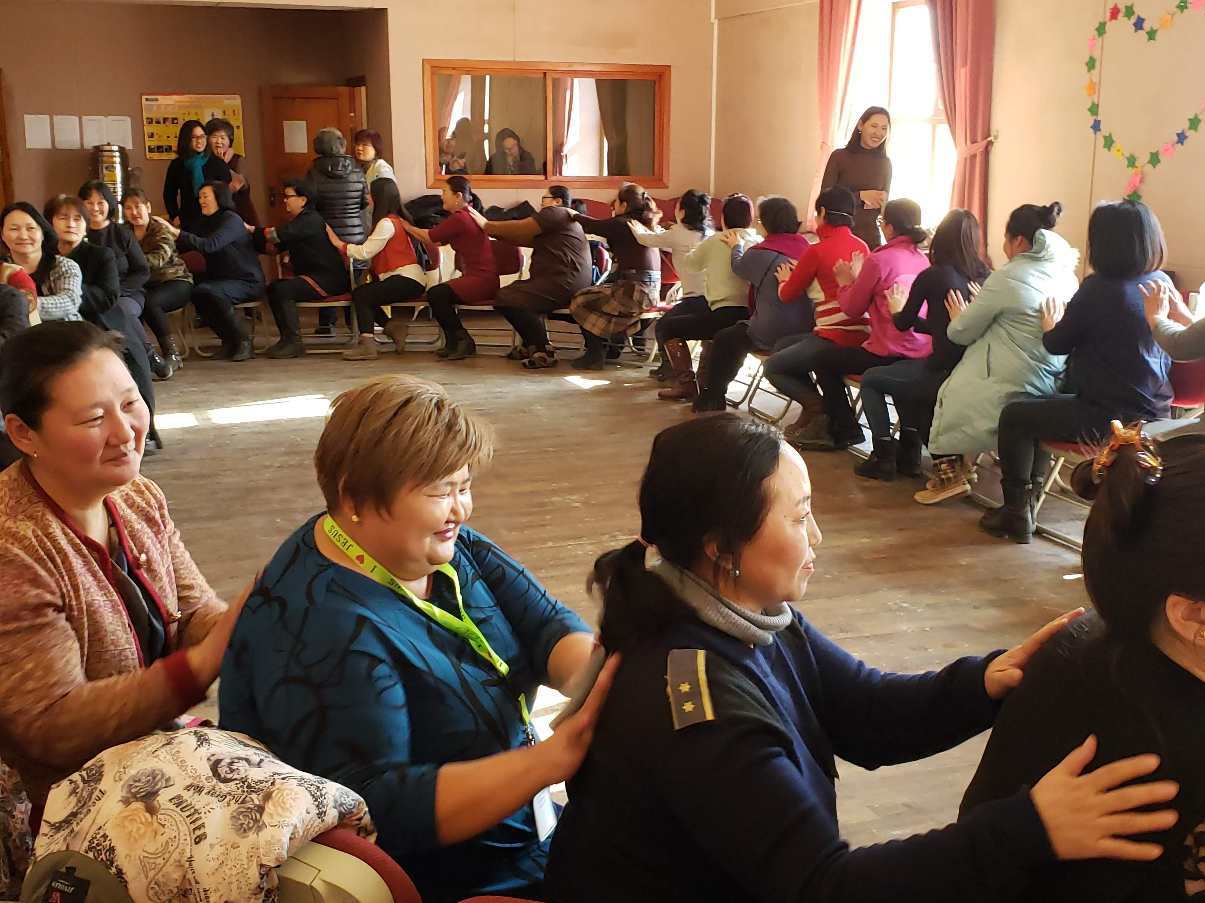 몽골기독여성훈련 중 레크리에이션의 모습. 사진 제공, 한인여선교회 전국연합회.