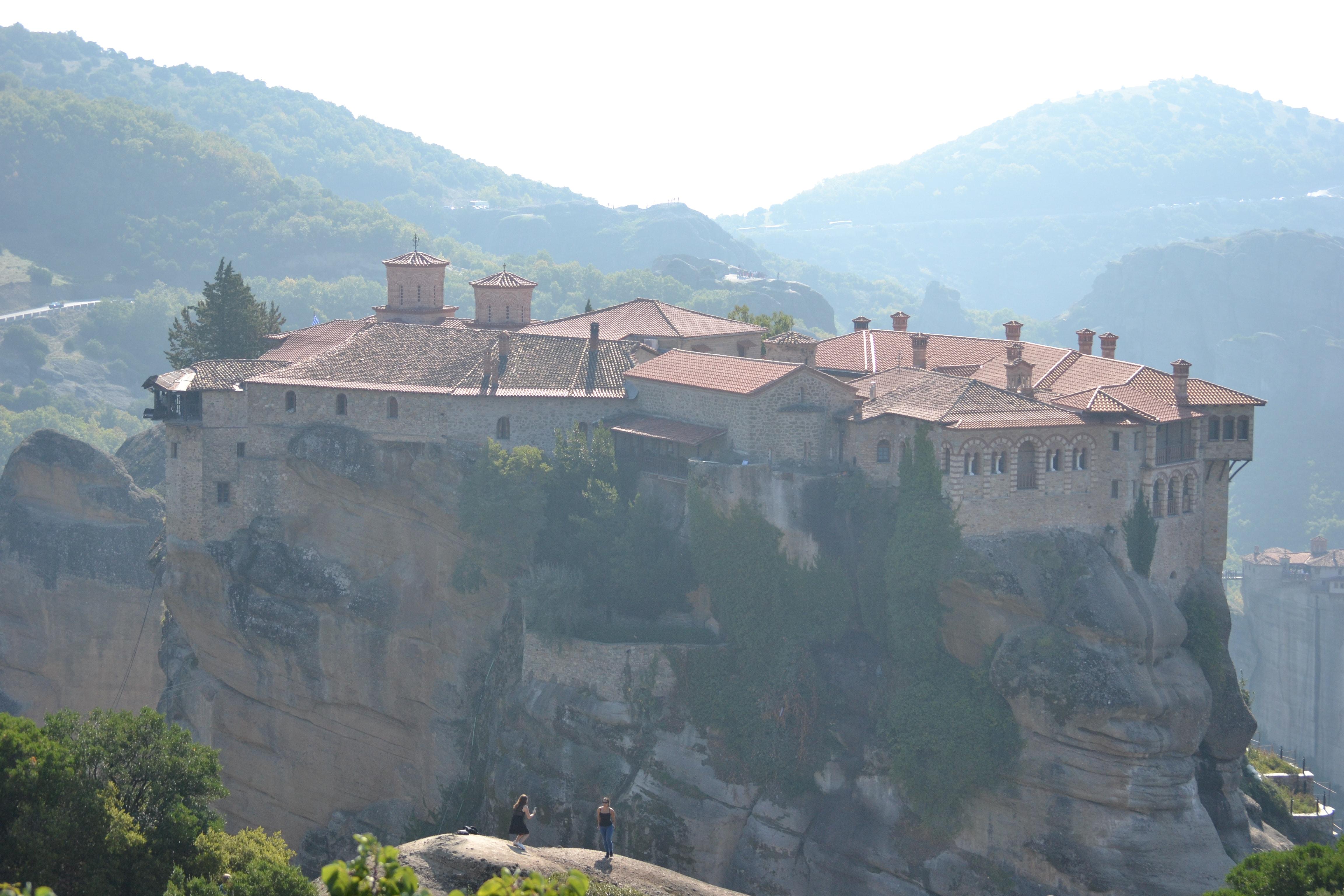 절벽 위에 세워진 메테오라 수도원을 모습. 사진 제공, 이형규 목사.