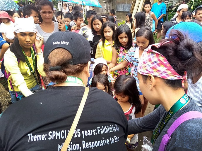 Ka-Tambayayong, supported by Kabacan Central United Methodist Church, distributes relief supplies to earthquake survivors Nov. 5 in Sitio Biangan of Makilala, Philippines. Photo courtesy of Rhea Jane Mella Donisa.
