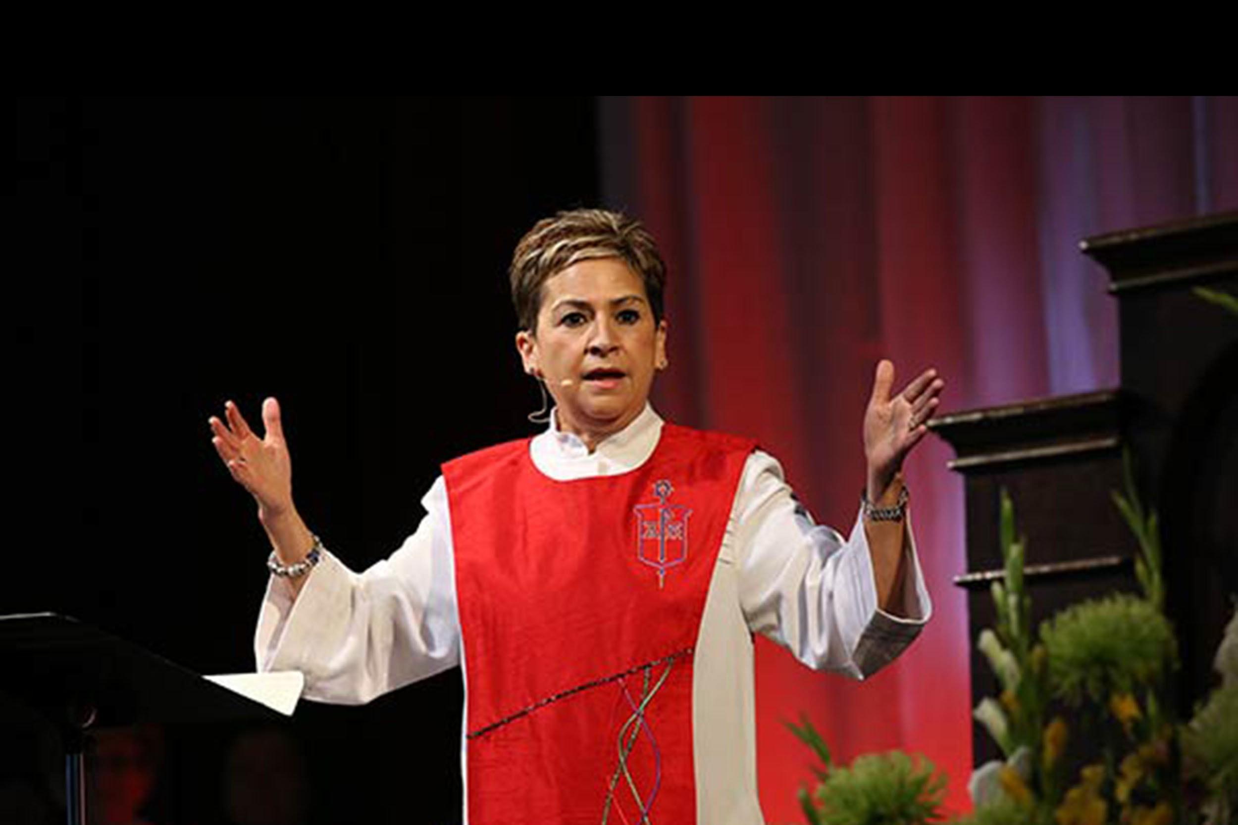 Obispa Cynthia Fierro-Harvey. Foto Mike Dubose, Noticias MU.