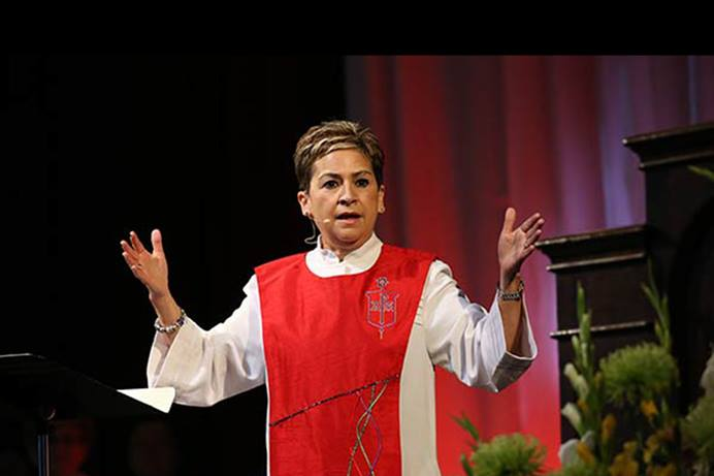 Bispo Cynthia Fierro-Harvey. Foto Mike Dubose, Notícias MU
