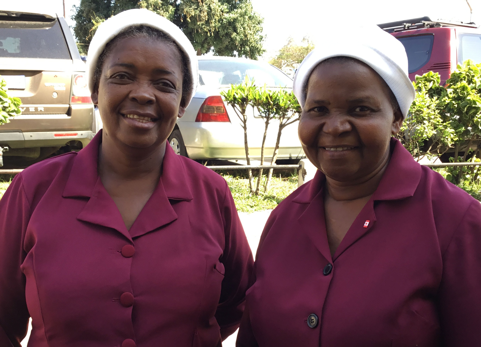 A Presidente e vice das Mulheres Metodisras de Maputo Sul Sara Obede à direita e Felizarda Come à esquerda falando depois da Conferência Distrital. Foto de Joao Sambo
