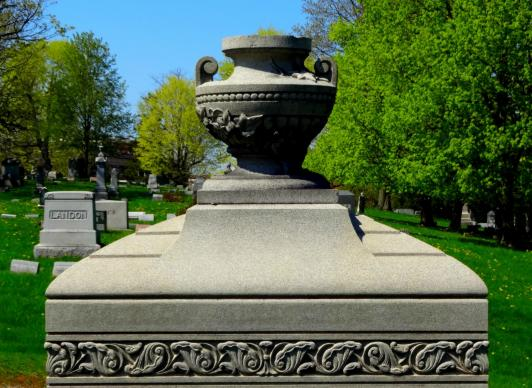 A Bíblia não fala sobre cremação versus enterro, mas geralmente assume que os corpos serão enterrados. Foto de MaryW, cortesia do Pixabay.