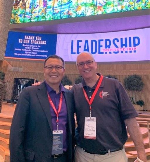 윤인선 목사가 레저렉션교회에서 열린 리더쉽이스티튜트에서 동료와 함께 찍은 사진. 사진 제공, 윤인선 목사