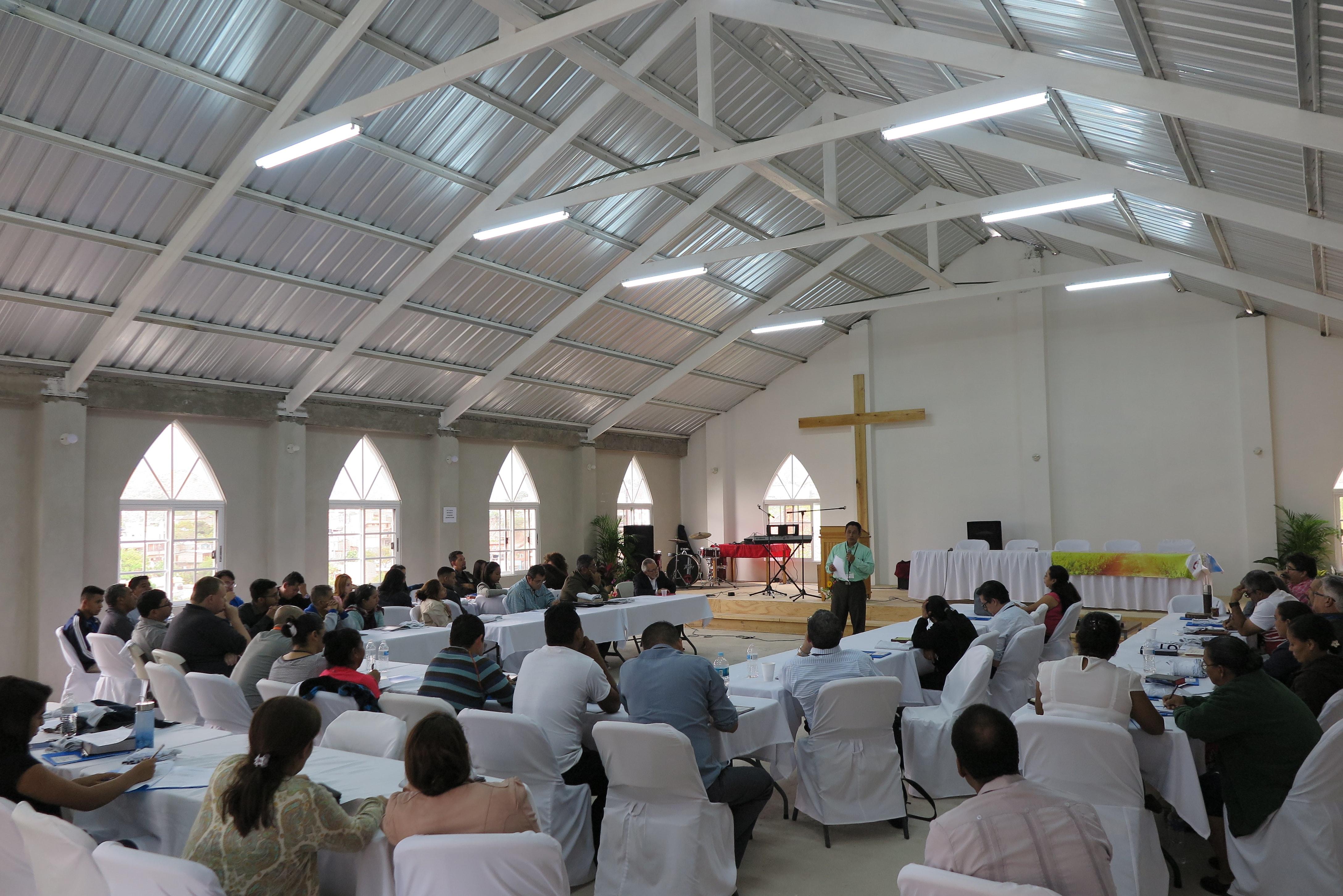A Missão Metodista Unida em Honduras está em processo de crescimento e precisa consolidar a formação de seus assuntos religiosos e leigos. Foto do arquivo da assembleia de 2019 do Rev. Gustavo Vasquez, Notícias MU