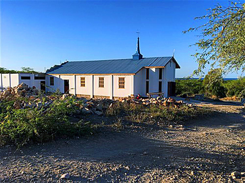 Na ilha de La Gonave, no Haiti, a missão da igreja cresce com o pastor Jean-Jacques Agones, com o apoio das congregações Metodistas Unidas da Conferência Anual da Flórida. Foto cortesia da Conferência Anual da Flórida.