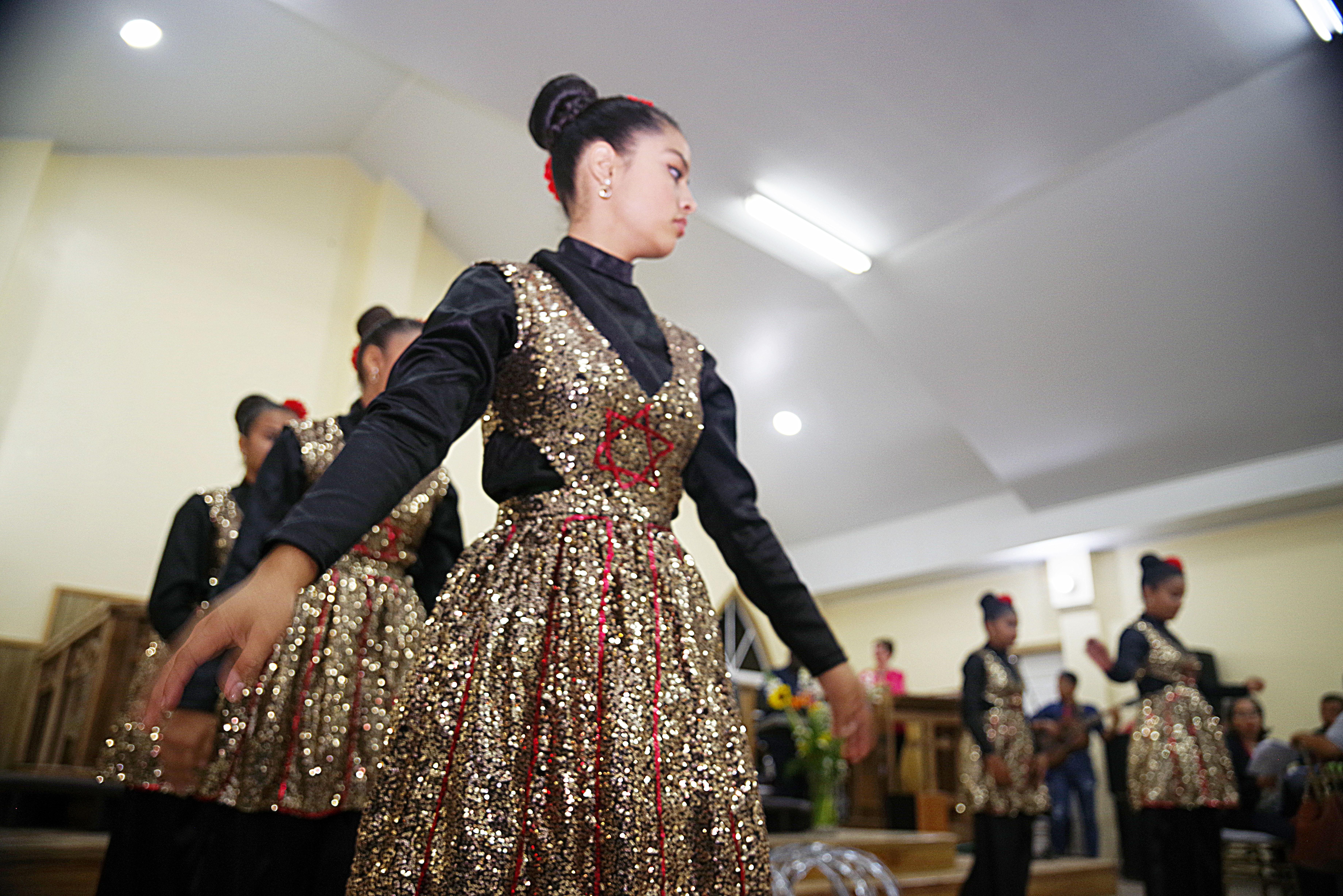 El grupo de danza de la Iglesia Metodista Unida de Talanga, participó en las alabanzas durante al culto inaugural. Foto Rev. Gustavo Vasquez, Noticias MU.