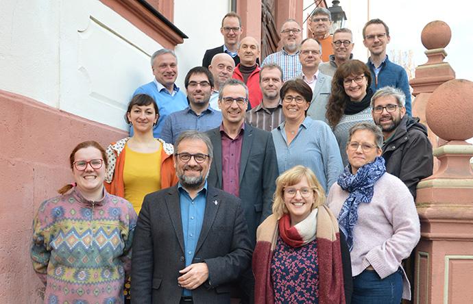 Un grupo designado para ayudar a La IMU en Alemania en su manejo de las diferencias sobre la homosexualidad ha propuesto eliminar del Libro de Disciplina, pasajes sobre la ordenación del clero LGBTQ y la bendición de uniones entre personas del mismo sexo, durante una reunión en Fulda, Alemania. Foto de Klaus U. Ruof, Comunicación UMC Alemania.
