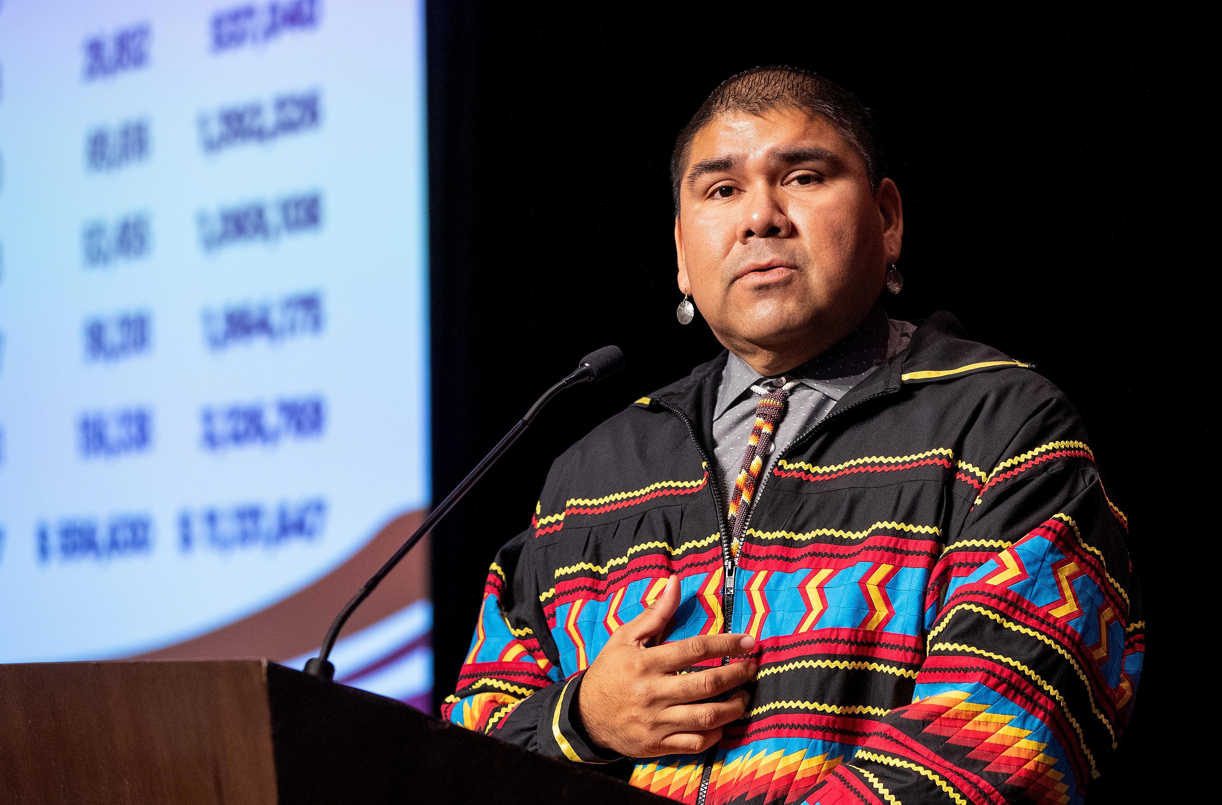 Rev. Chebon Kernell, Director Ejecutivo del Plan Ampliado Nativo-Americano. Foto Mike DuBose, Noticias MU.