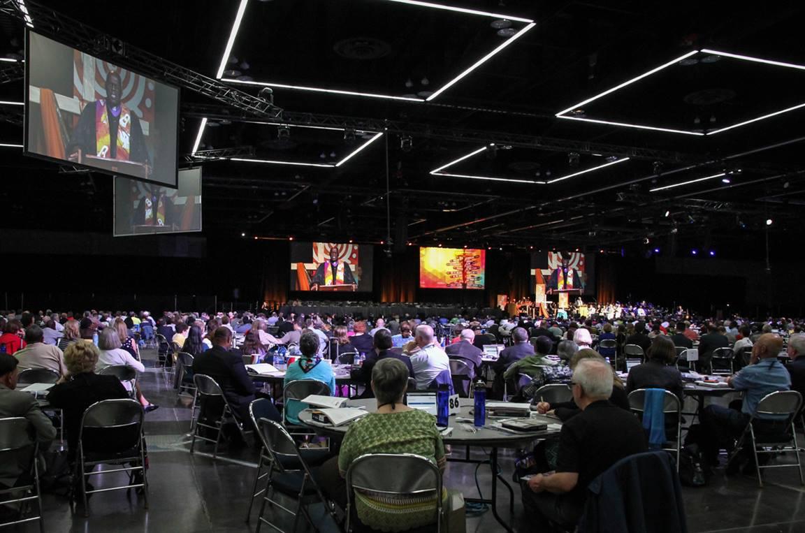 El Obispo Warner H. Brown predica en el culto de apertura de la Conferencia General Metodista Unida de 2016 en Portland, estado de Oregon. Foto de archivo de Maile Bradfield, Noticias MU.