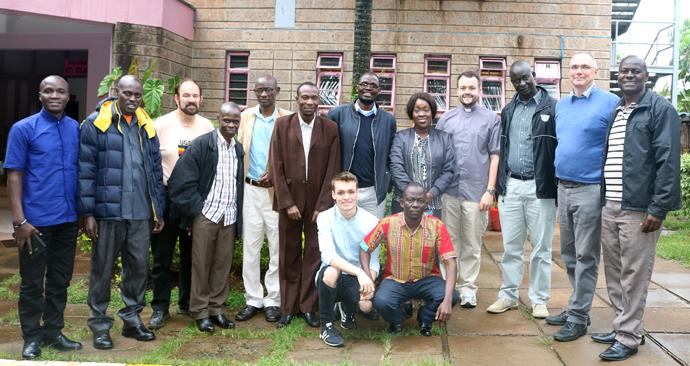 Des leaders de quatre séminaires théologiques Méthodistes Unis d'Afrique de l'Est posent avec des représentants de l'Église Méthodiste Unie lors d'une formation de l'e-Académie à Nairobi, au Kenya. Photo de Gad Maiga, UM News.