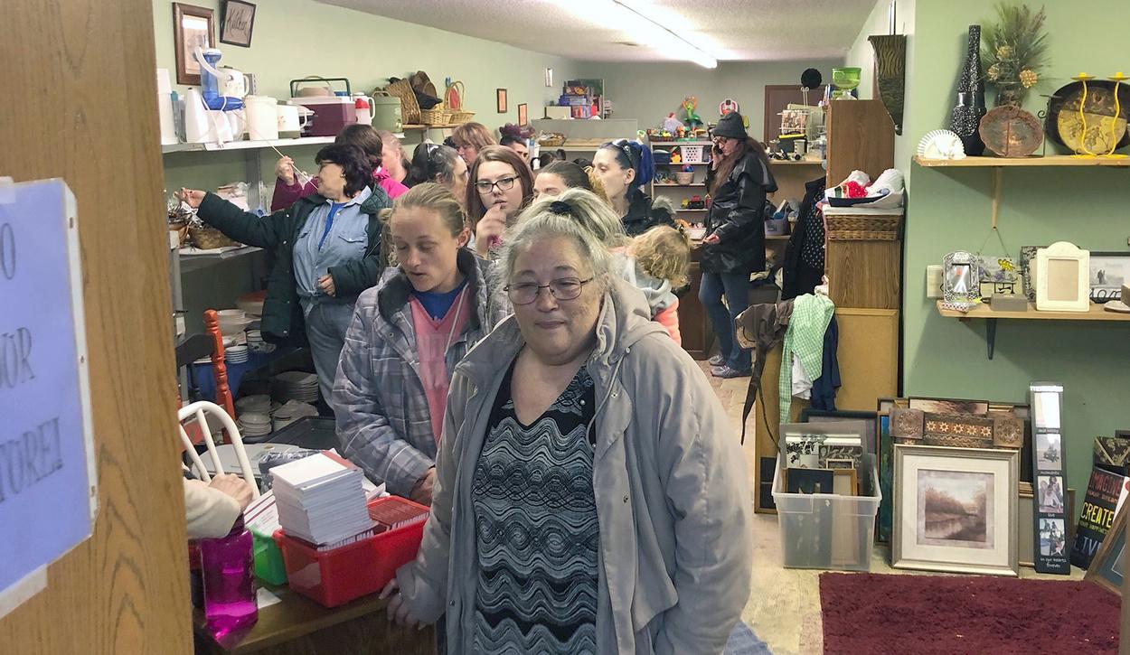 """La tienda  """"Blessings Repeated"""" en Plankinton, un ministerio de la IMU, se llenó de personas durante un reciente evento de obsequio. Foto cortesía de la IMU de Plankinton."""