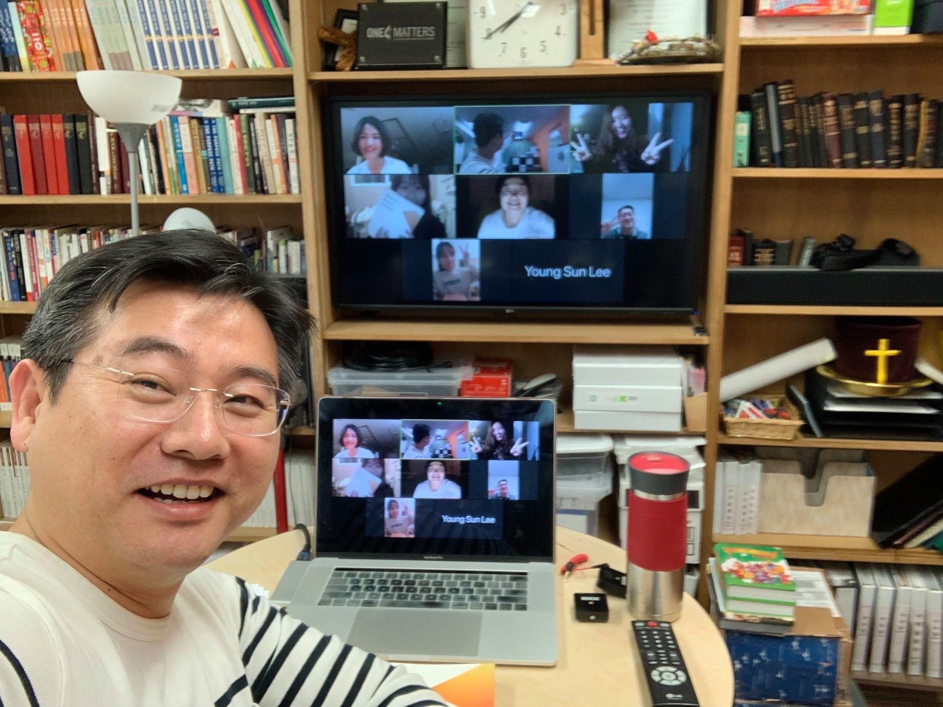 시카고예수사랑 교회의 줌(Zoom)을 사용해서 성경공부를 하는 모습. 사진 제공 조선형 목사.