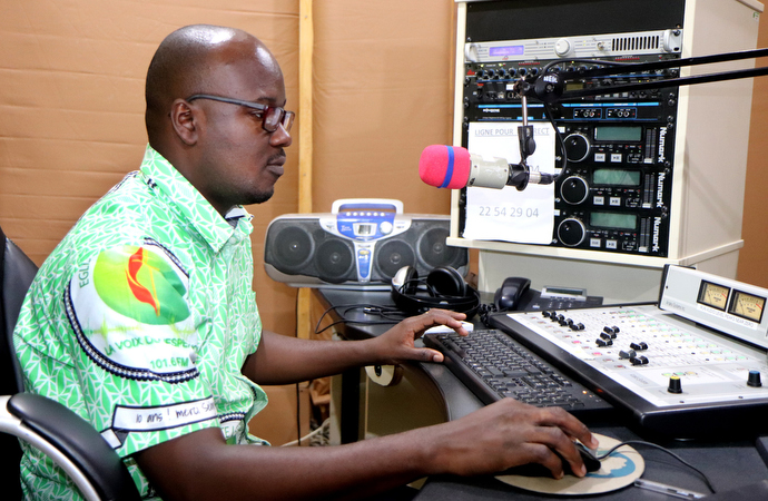 Vital Bongba provides live coverage of the closing worship service of the 10th anniversary celebration for the Voice of Hope from the station's studio. Bongba is the producer of two radio programs, the webmaster and community manager of the station. Photo by Isaac Broune, UM News.
