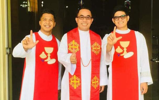 El Rev. Joel Q. Bengbeng (centro), superintendente del distrito sur de Ilocos en el noroeste de Filipinas, se encuentra entre los pastores metodistas unidos del área episcopal de Baguio que dicen haber experimentado acoso debido a su trabajo de justicia social. Foto cortesía del Rev. Hinivuu Pecaat.