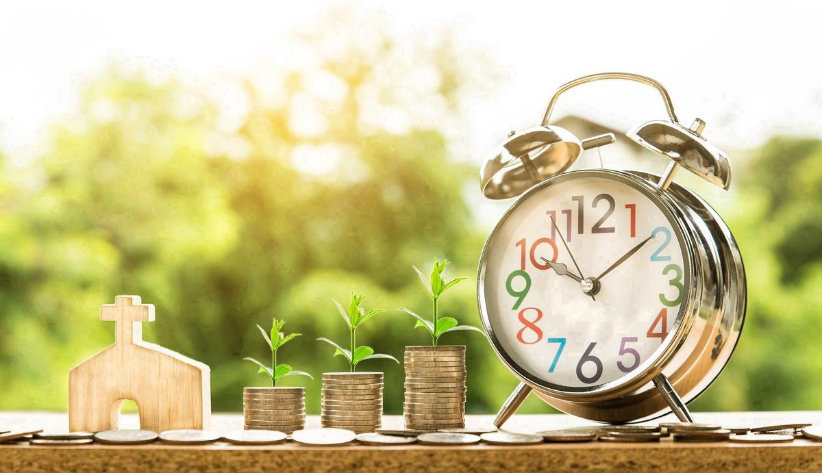 De acordo com a US CARES Act, as igrejas são elegíveis para solicitar empréstimos de pequenas empresas para manter a equipe na folha de pagamento em um momento em que o coronavírus está causando paralisações em todo o país. Os empréstimos são por ordem de chegada. Foto de Nattanan Kanchanaprat, cortesia do Pixabay; adaptado por Laurens Glass, Notícias MU.