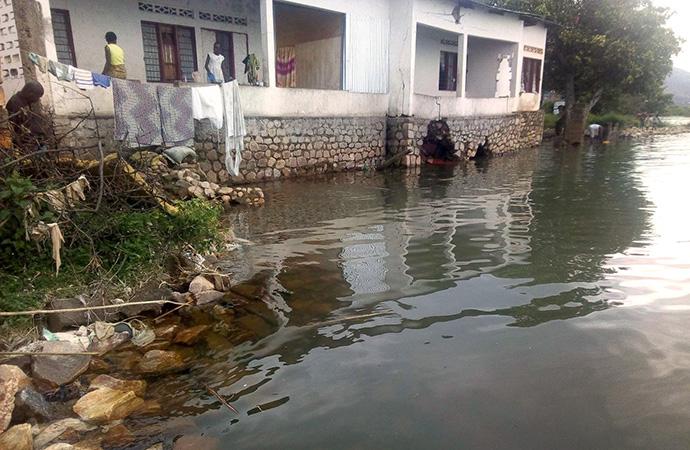 La maison des hôtes de l'Église Méthodiste Unie d'Uvira, en RD Congo, a subi des dommages aux fondations à cause des inondations. Photo de Philippe Kituka Lolonga, UM News.