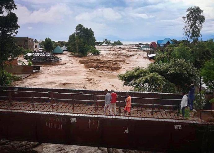 Les inondations ont emporté des maisons et des bâtiments, dont deux écoles Méthodistes Unies (Kasenga et Suki), à Kasenga, en RD Congo, dans le District d'Uvira. Photo de Philippe Kituka Lolonga, UM News.
